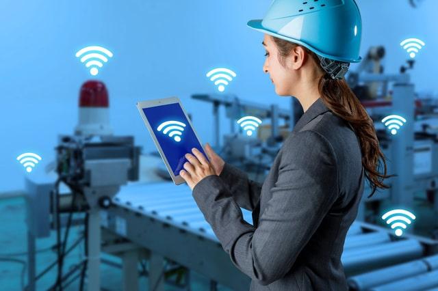 RFIDを利用している女性